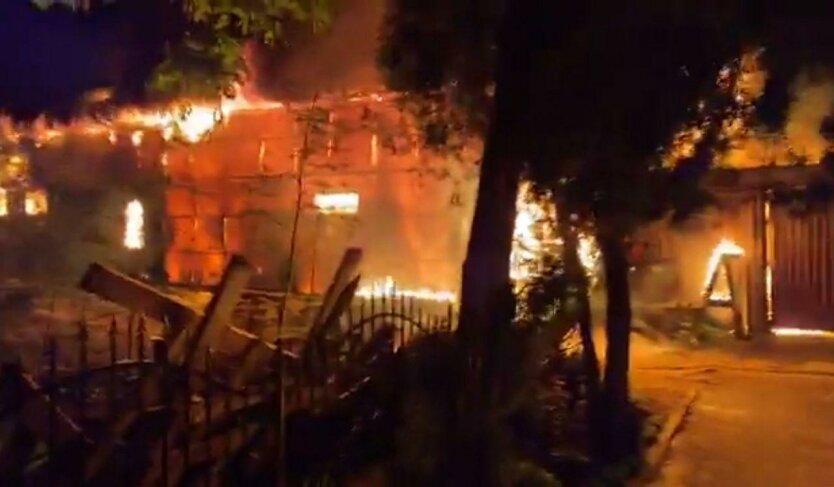 Пожар в Одессе, горит Свято-Успенский монастырь