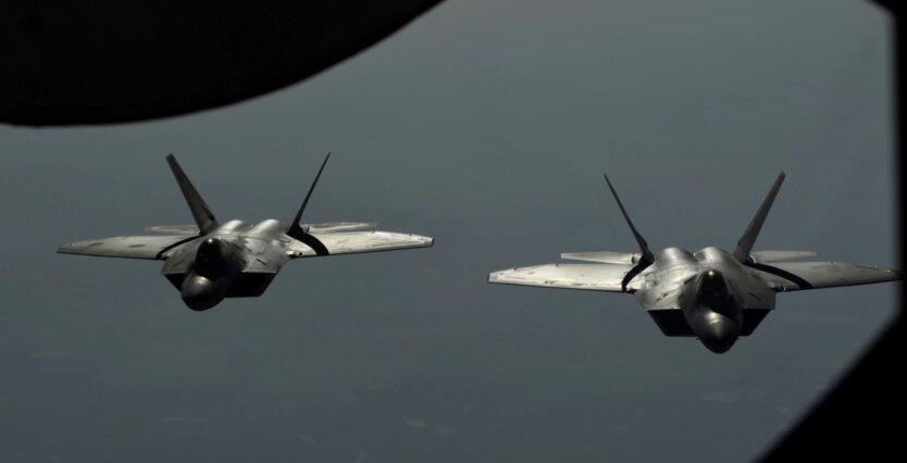 США дважды поднимали истребители F-22 из-за российских маневров около Гавайев