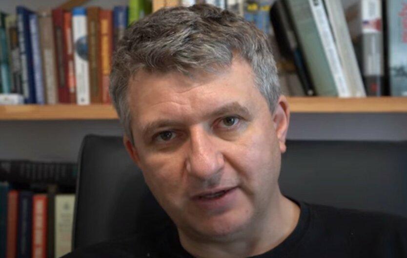 «Двуличие одинаковое»: Романенко сравнил Порошенко с Зеленским