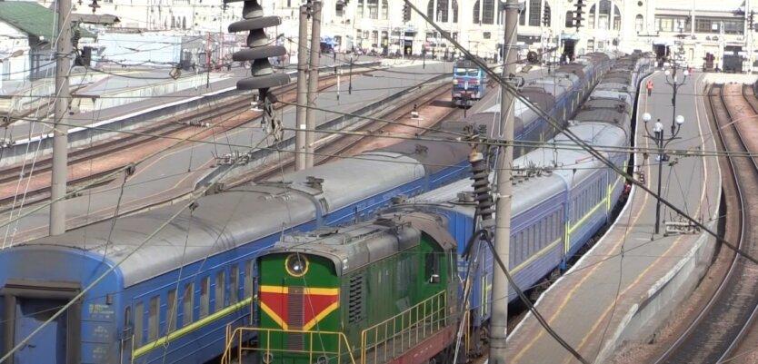 """""""Укрзализныця"""", поезда, перевод часов"""