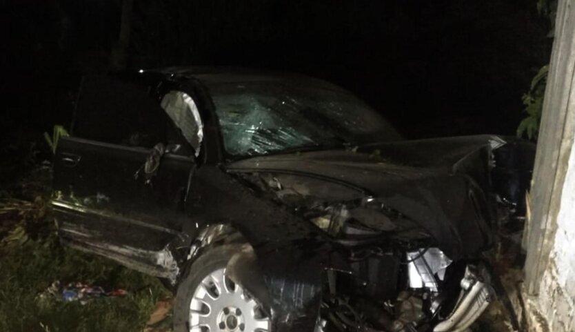 На Черниговщине авто влетело в дом, есть жертвы