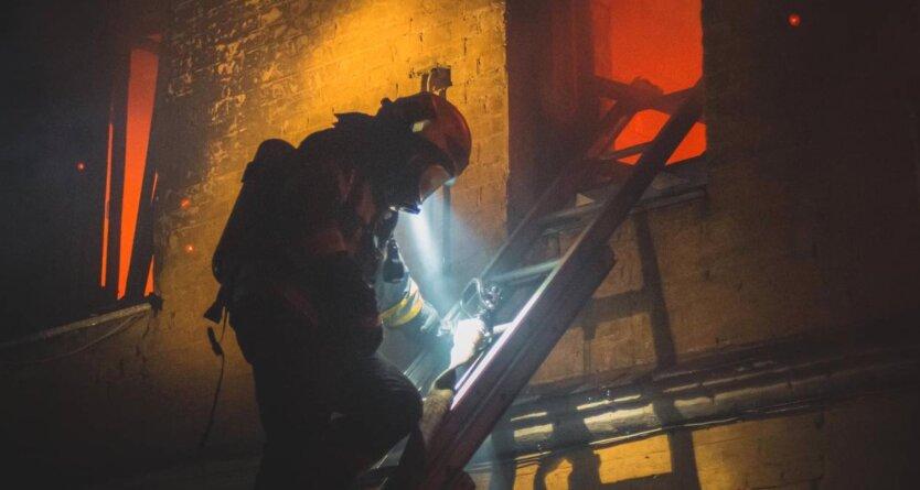 В Киеве загорелся жилой дом, есть жертвы