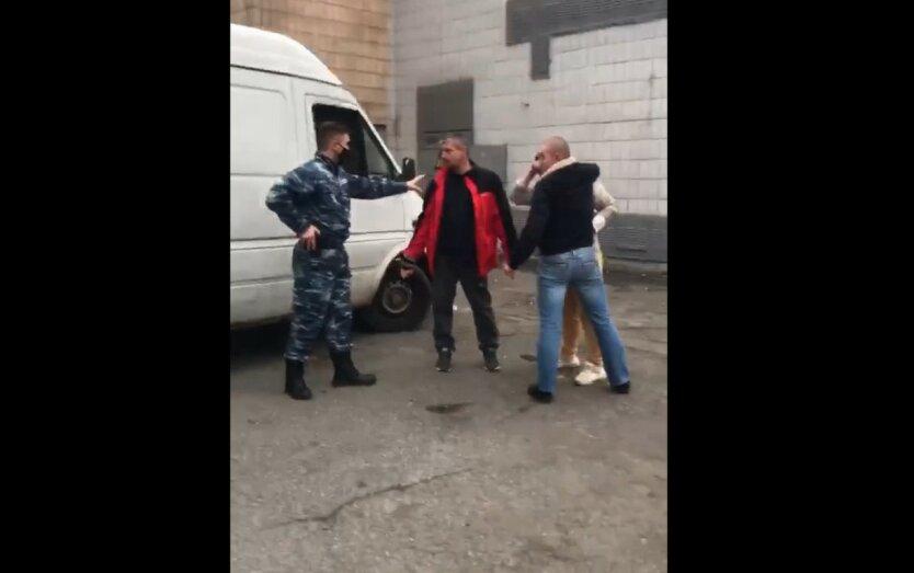 В Киеве пьяные сотрудники АТБ устроили быдло-разборки: видео