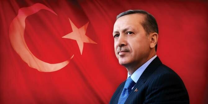 Реджеп Эрдоган на фоне флага Турции