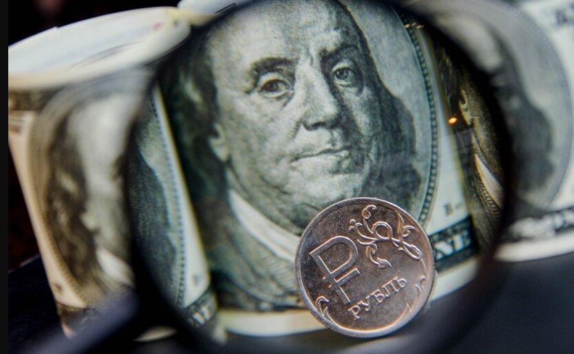 Рубль начал падать к доллару и евро на фоне сообщений о новых санкциях США