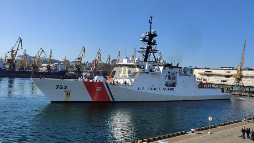 Американский фрегат береговой охраны USCGC Hamilton, Одесса, пришвартовался