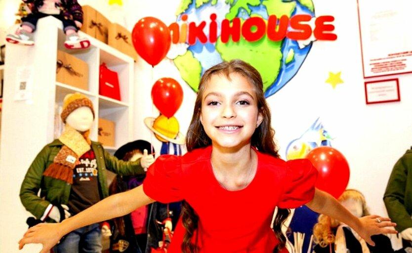 Дочь Кернеса София на празднике