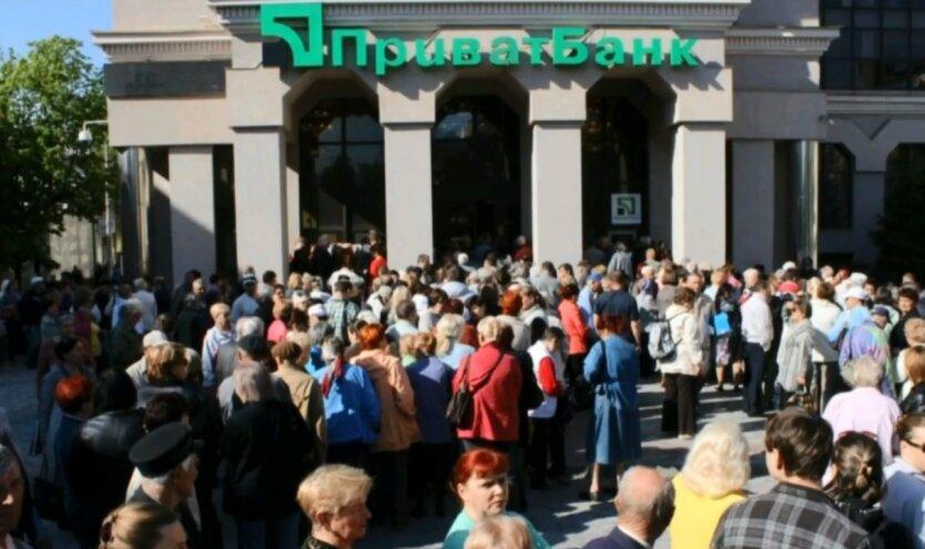 ПриватБанк блокирует счета украинцев