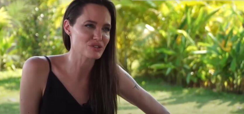 Анджелина Джоли,мама Анджелины Джоли,День Матери,Брэд Питт,дети Джоли и Питта