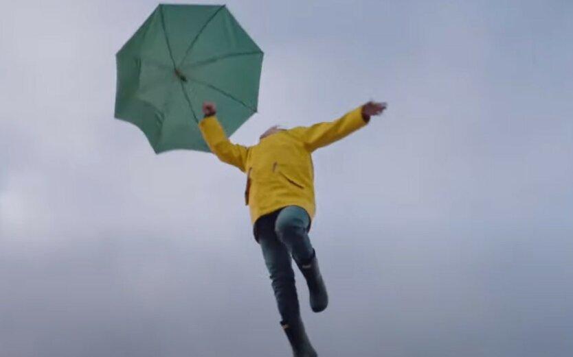 Летающую на зонтике Верещук обвинили в плагиате