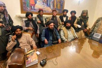 Лидеры Талибана в президентском дворце