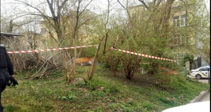 Полиция подтвердила смерть мужчины от взрыва возле городской больницы Львова