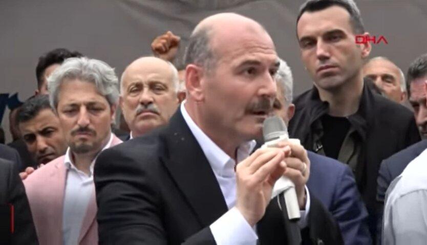 глава Министерства внутренних дел Турции Сулейман Сойлу , комендантский час