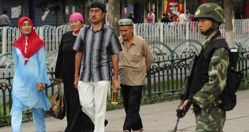 «Хто сильний, той і правий»: як Китай намагається «перевиховати» уйгурів