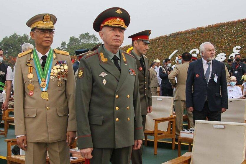Парады, расстрелы и российские уши в Мьянме