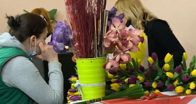 Цветы в Украине, Стоимость цветов в Украине, Цветы на 8 марта в Украине