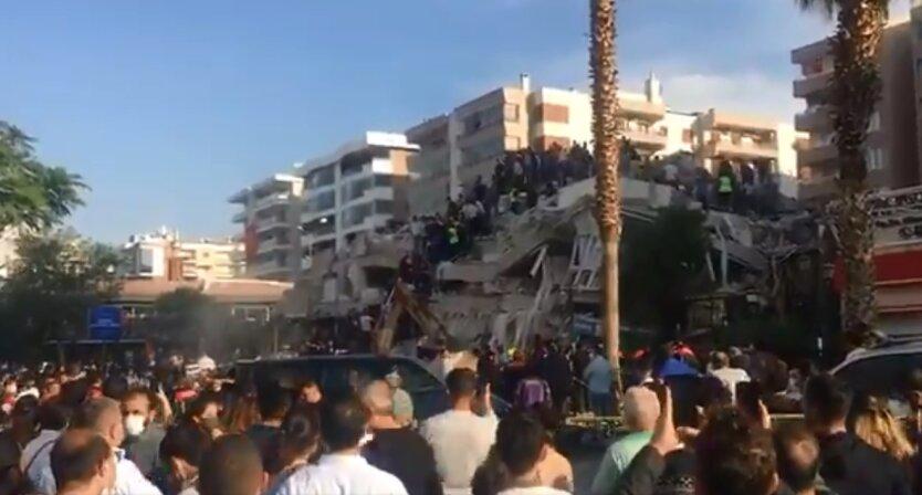 Обрушение дома в Измире, Турция, землетрясение