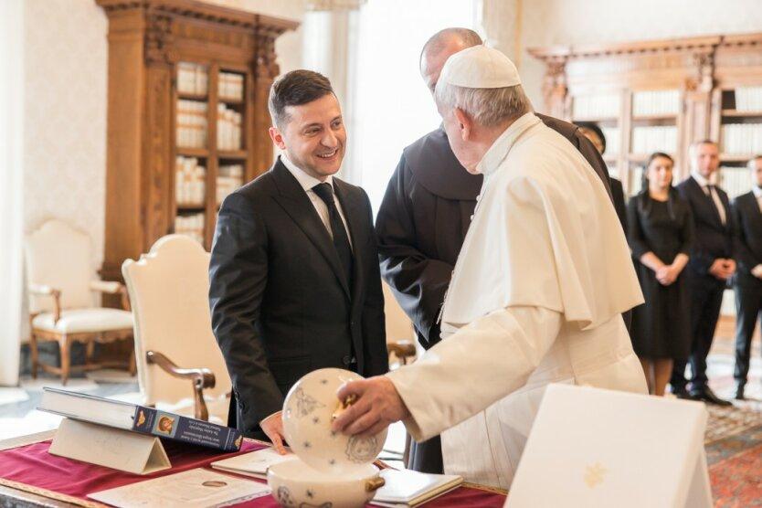 Папа Римский признал Зеленского «президентом мира»