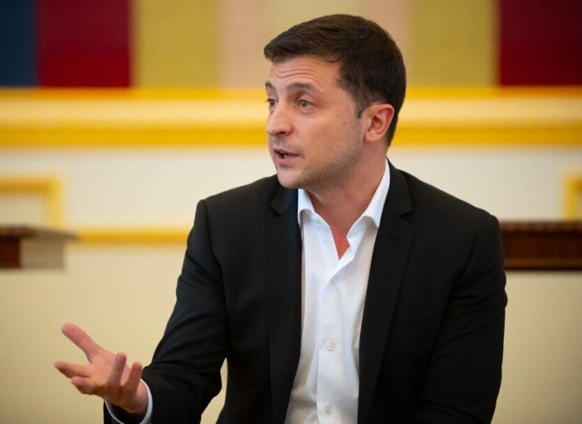 Владимир Зеленский выступает в Офисе Президента
