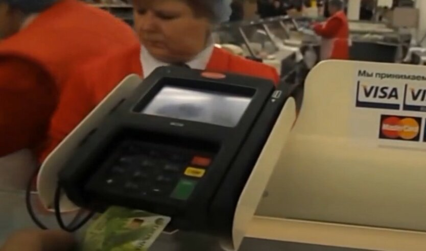 Украинцев предупредили о новой схеме мошенничества с банковскими картами