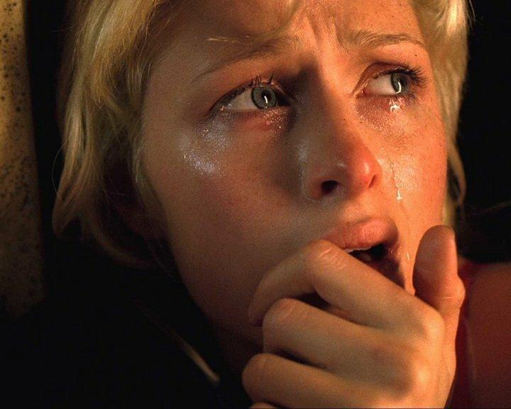 ужас женщина плачет слезы боль