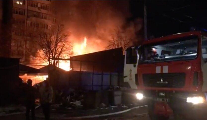 В Киеве горел рынок: видео