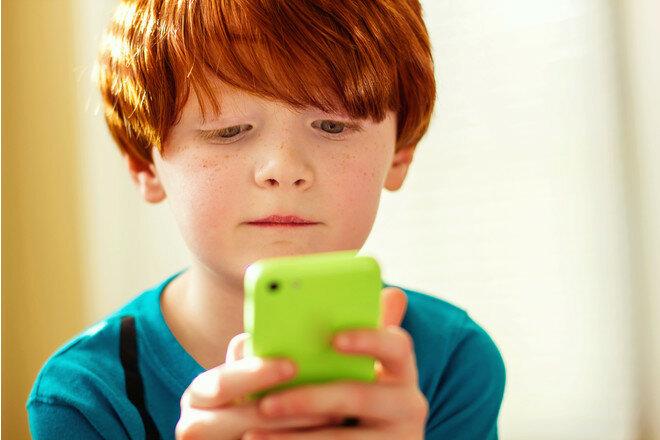 косоглазие у ребенка, дети, смартфон