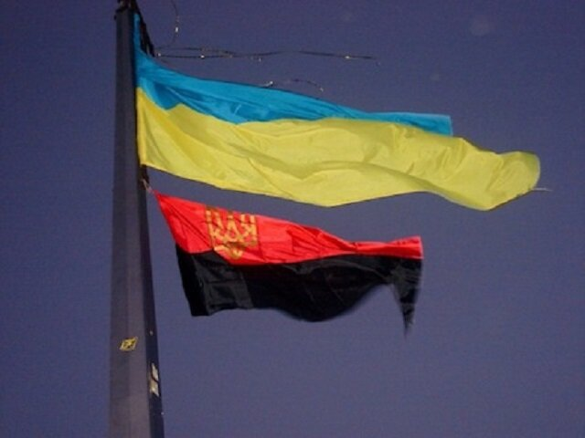 флаг Украины и черно-красный