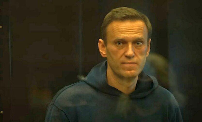 Навального доставили в колонию