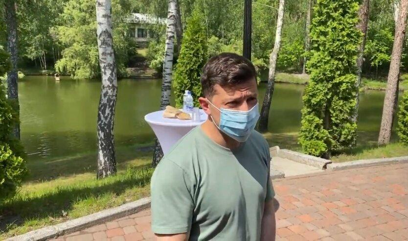 Президент Украины Владимир Зеленский, зеленский поздравил с троицей, зеленский в маске