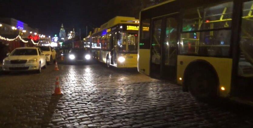 В киевском троллейбусе катался труп: видео