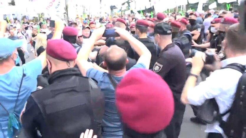 На акции ФОПов произошли стычки с полицией: видео