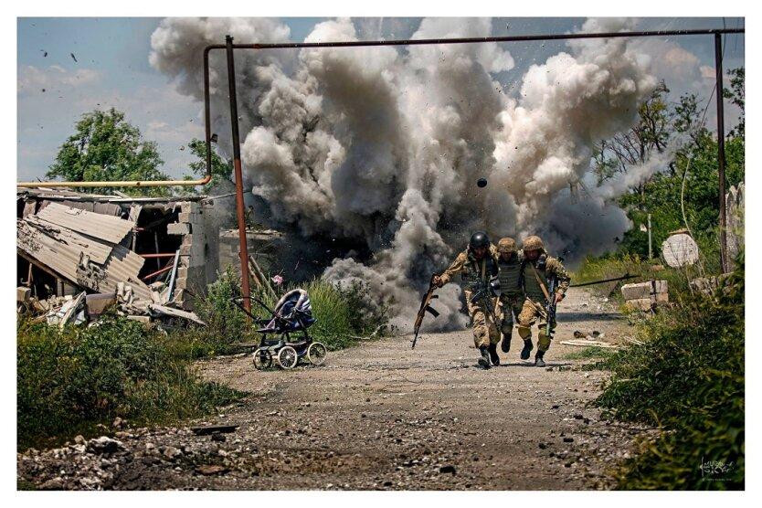 война на Донбассе, взрыв, зона АТО, три товарища