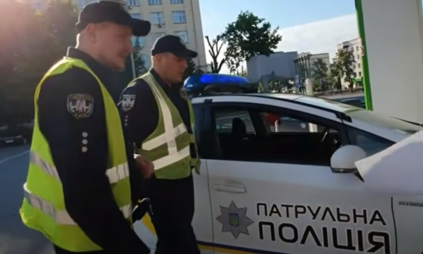 В Киеве автобус въехал в людей, есть жертвы