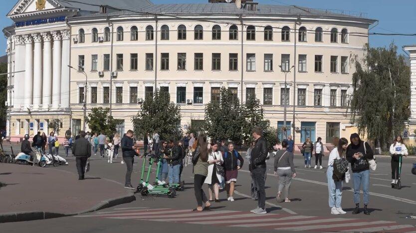 Украинцам показали, как выросли зарплаты и пенсии за год