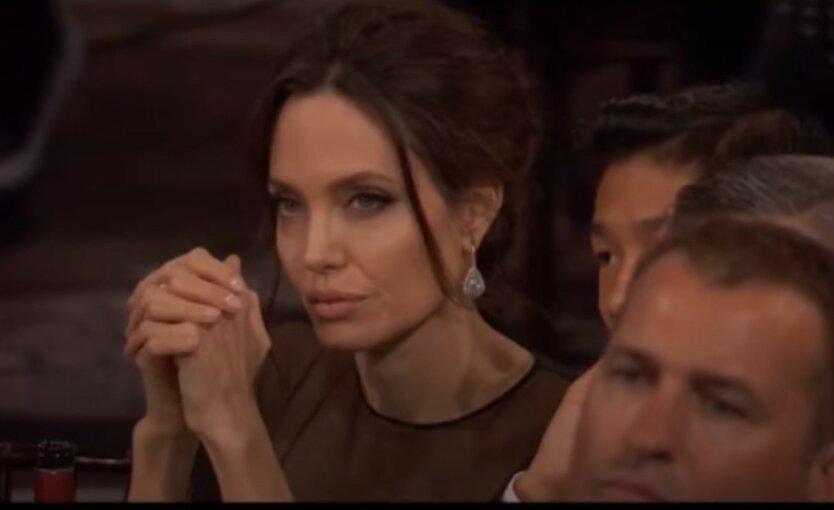 Отец Анджелины Джоли хочет защитить Брэда Питта и Дженнифер Энистон от ее нападок
