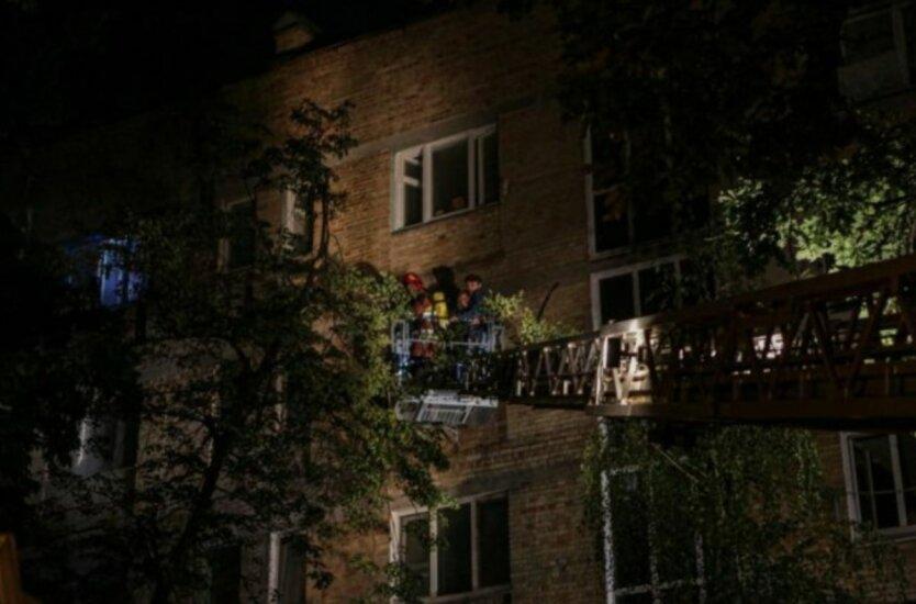 В Киеве горел дом,Пожар в Украине,ГСЧС,Пожар в Киеве