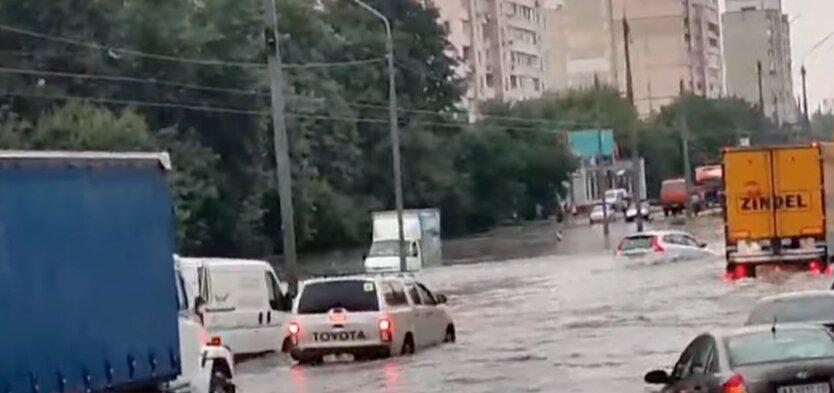 Грозовые ливни постепенно накроют всю Украину: прогноз на неделю