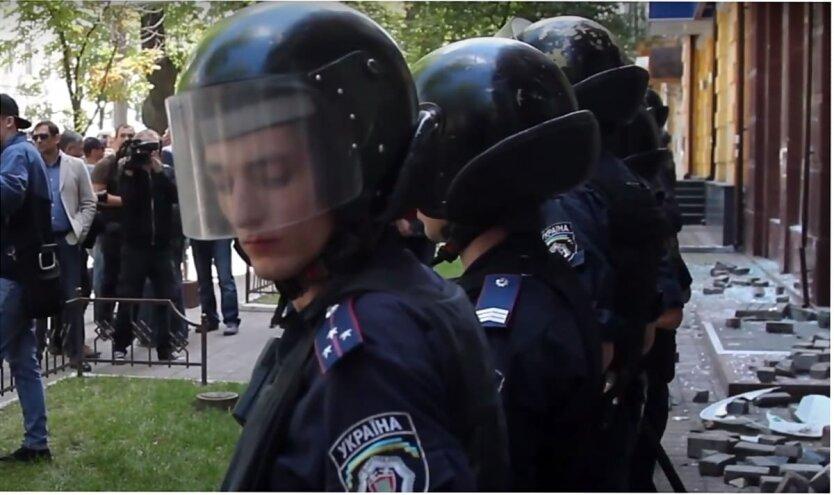 """Нападение на """"Ощадбанк"""" в Киеве, """"Ощадбанк"""" в Украине, Нападение на банк в Киеве"""