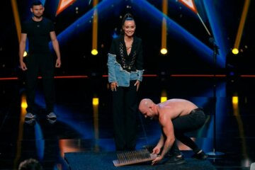 Україна має талант: Ксения Мишина решилась стать на гвозди