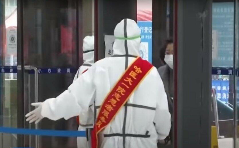 Сотню миллионов китайцев отправили на карантин из-за новой вспышки COVID-19