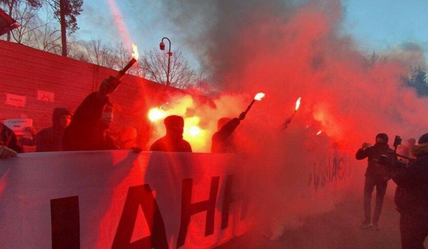 Сторонники Стерненко и Антоненко приехали к Зеленскому: видео