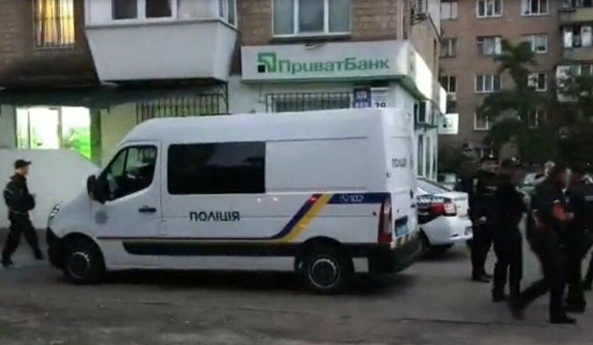 В Киеве взорвали отделение ПриватБанка