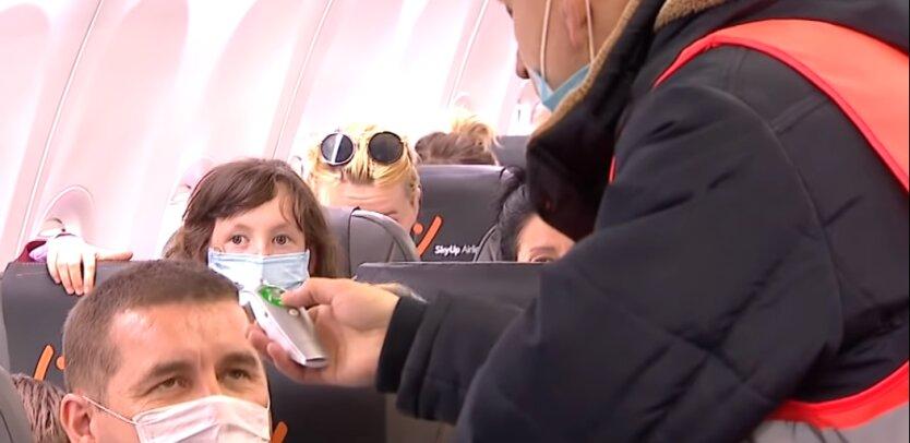 проверка температуры в самолете из-за выспышки коронавируса