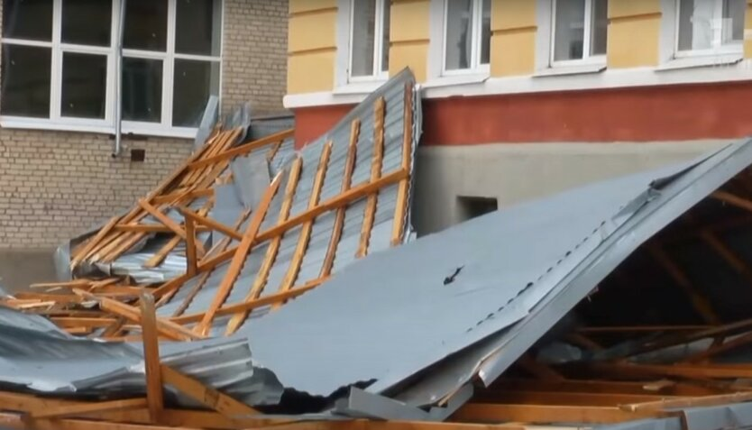 На Буковину обрушился разрушительный ураган: фото последствий