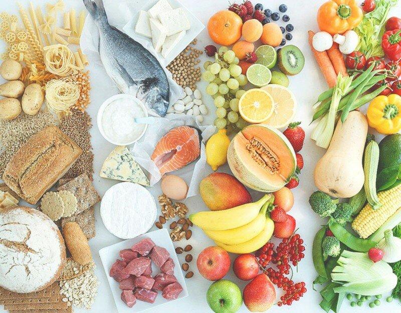 правильное питание еда хлеб рыба фрукты яйца мясо сыр овощи зелень