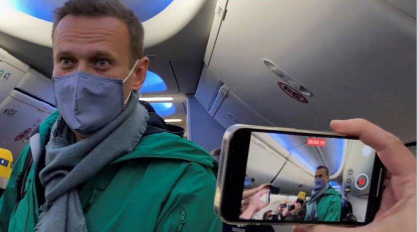Навального задержали в России: видео