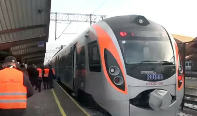 Укрзализныця объяснила порядок движения поездов в «красных» областях