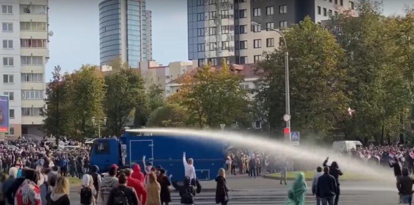 Водомет на улицах Минска 4 октября