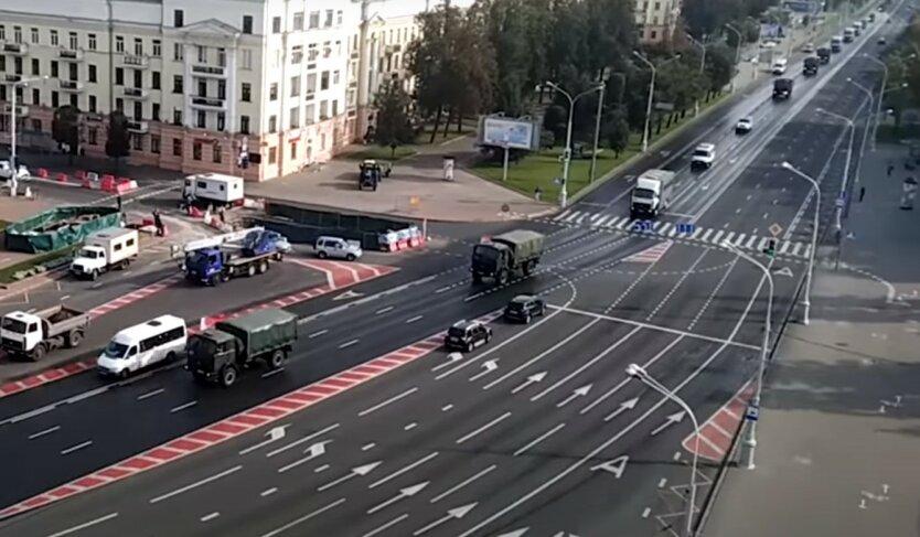 В Минск заехала военная техника: видео